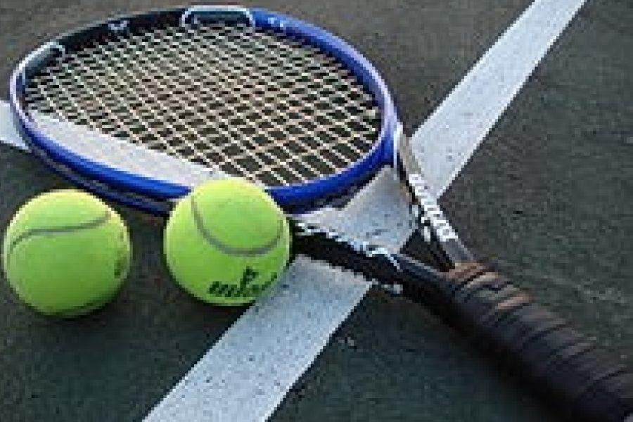 Boys Tennis Beats Bolsa