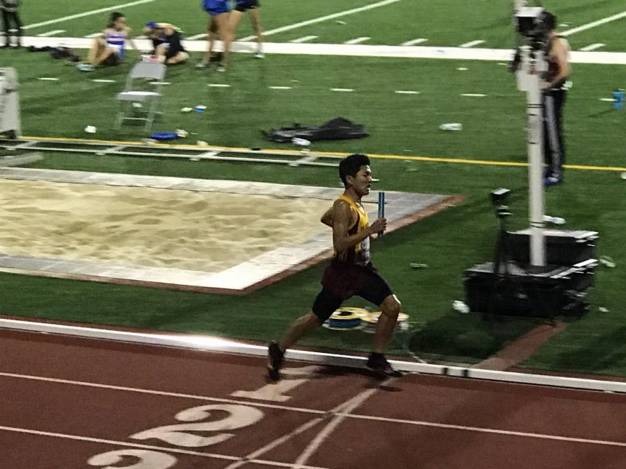Junior Phillip Nguyen pushes through the end of his race.