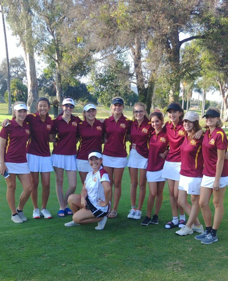 The varsity girls golf team posing after a competition